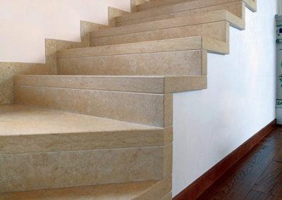 Scale in marmo reggio emilia gradini scalini pietra pavimento bianco rivestimenti pareti - Scale in marmo per interni moderne ...