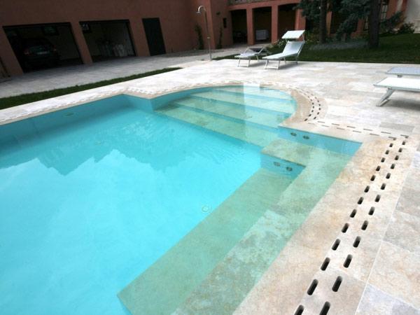 Bordi piscina reggio emilia parma pavimenti a sfioro for Bordure per piscine